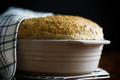 Chleba dom w ceramicznej formie Zdjęcie Royalty Free