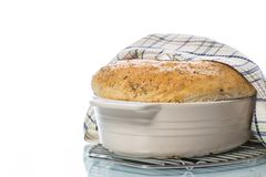 Chleba dom w ceramicznej formie Obrazy Royalty Free