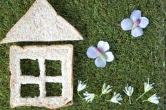 Chleba dom z ogródem Zdjęcia Royalty Free
