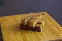 Chlebowa grzanka na talerzu dla piwa Zdjęcia Stock