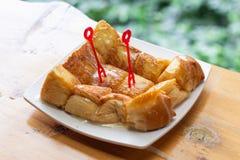 Chlebowa grzanka z zgęszczonym mlekiem w talerzu Obraz Stock