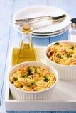 Chlebowa potrawka z kurczakiem, szpinakiem, jajkami i serem znać jako warstwy, zdjęcia stock