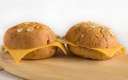 chlebowe babeczki na drewnianej desce obraz stock