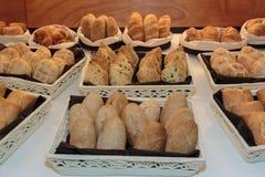 Chlebowy asortyment wśrodku Białych koszy Obraz Stock