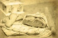 Chlebowy bochenek, toczna szpilka, dwa plasterka chleb, decoupage pudełko Zdjęcia Royalty Free