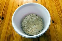 Chlebowy ciasto w plastikowym pucharze Obrazy Stock