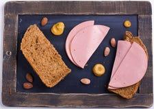 Chlebowy i zimny mięso fotografia stock