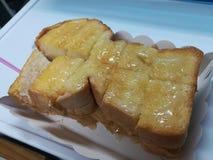 chlebowy masła mleka upadu grilla grzanki cukierki deser Zdjęcie Royalty Free