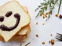 Chlebowy śniadanie w ranku, uśmiech od chleba zdjęcie royalty free