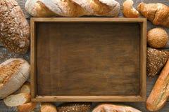 Chlebowy piekarni tło Brown i biały banatki adry bochenków comp obrazy royalty free