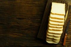 Chlebowy plasterek Chlebowy biel chlebowy drewno chleb na stole Chleb f Fotografia Stock