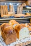 Chlebowy pokaz w piekarni Fotografia Stock
