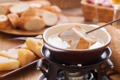 chlebowy serowego fondue topiący kawałek Zdjęcie Royalty Free