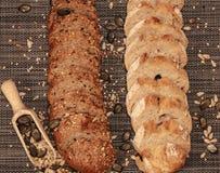 Chlebowy tła zbliżenie z zboże mieszanką 2 fotografia stock