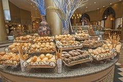 Chlebowy wybór przy hotelowym bufetem Zdjęcia Stock