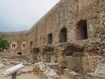 Chlemoutsi slott (chateauen Clermont) - väggar av den inre uppehället - Peloponnese royaltyfri bild