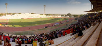 Chlldrens in een stadion in Bamako royalty-vrije stock fotografie