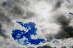 chmur zmroku złowieszcza overcast nieba burza chmurnieje zmrok złowieszczego Obraz Stock