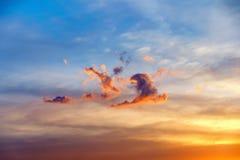 Chmura kształtująca jak dancingowi ludzie zdjęcie stock