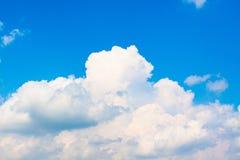 Chmura na niebieskie niebo tekstury tle Zdjęcia Royalty Free