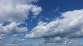 Chmura pławik przez niebo zbiory