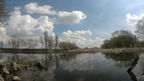 Chmura ruch nad jeziorem zbiory