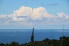Chmura w spotkanie wyspy niebie zdjęcia stock