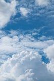 Chmura z niebieskim niebem Zdjęcie Royalty Free