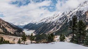 Chmurna góry zimy wiosny panorama Timelapse 4k zbiory