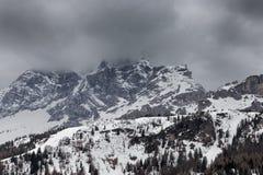 Chmurna wiosny pogoda w dolomit górach Fotografia Royalty Free