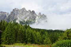 Chmurne Dolomiti góry Obraz Stock