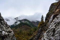 Chmurne góry w Naran Kaghan dolinie, Pakistan Fotografia Stock