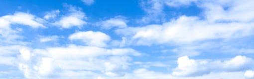 Chmurnego nieba abstrakcjonistyczny tło może używać jako tapeta, sztandar, reklama Zdjęcia Royalty Free