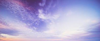 Chmurnego nieba kolorowy t?o obraz royalty free