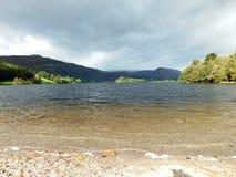 Chmurni nieba nad jeziorem Obraz Royalty Free