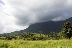 Chmurniejący góra wierzchołek Obraz Stock