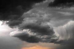 chmurnieje burzowego zmierzch Fotografia Stock