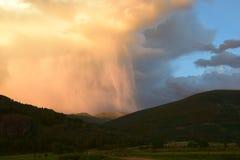 chmurnieje ciemną dramatyczną burzę Fotografia Royalty Free