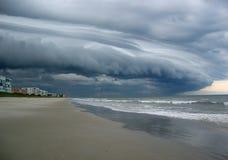 chmurnieje ciemną dramatyczną burzę zdjęcie stock