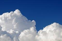 chmurnieje cumulus Zdjęcia Royalty Free