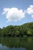 chmurnieje jezioro Fotografia Royalty Free