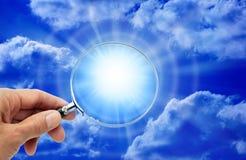 chmurnieje magnifyng szklanego niebo Obraz Royalty Free