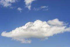 chmurnieje niebo biel Obrazy Royalty Free