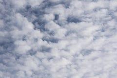 chmurnieje niebo biel Zdjęcia Stock