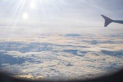 Chmurnieje niebo, morze i promień światło, jak widzieć okno ai Obrazy Stock