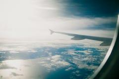 Chmurnieje niebo, morze i promień światło, jak widzieć okno ai Zdjęcie Royalty Free