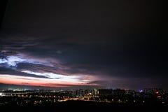 Chmurnieje, porcelanowy Beijingï ¼› Nightï ¼› Lightï ¼› Cityï ¼› wymiany most zdjęcia stock