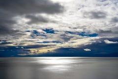 Chmurny dzień słone jezioro Zdjęcie Royalty Free
