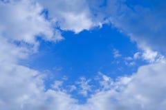 Chmurny i niebo spojrzenie jak serce Obrazy Stock