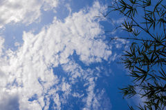 Chmurny jasny niebieskie niebo natura Zdjęcia Stock